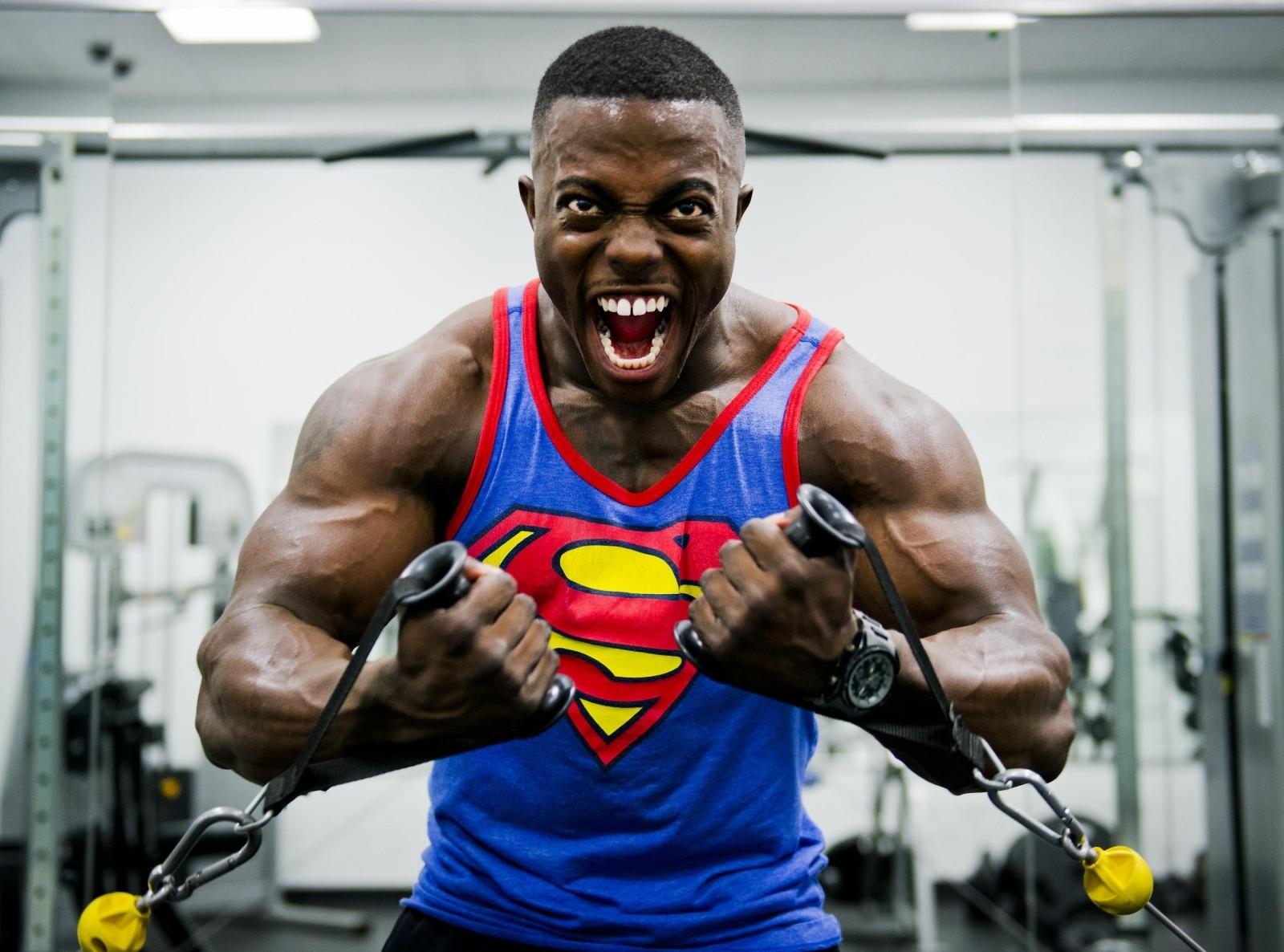 portrait-of-male-bodybuilder-exercising